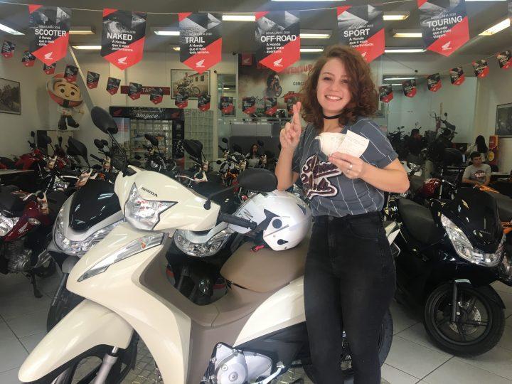 Carol Biazin, finalista do The Voice Brasil, na Cabral Motor Honda