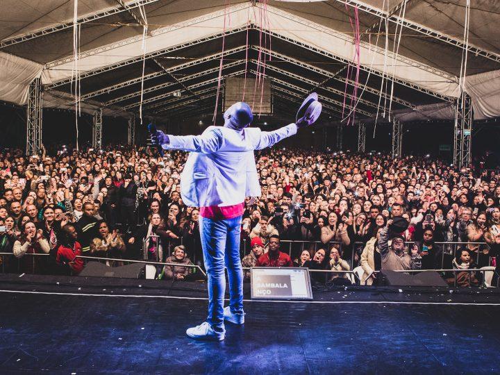Que tal curtir três horas de show com Alexandre Pires e o seu 'O Baile do Nêgo Véio'? O cantor se apresenta no dia 25 de agosto em Curitiba