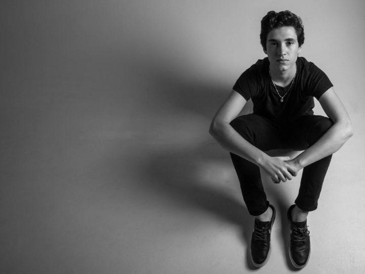 A mais nova promessa da música brasileira, Nicolas Cândido, estreia nos palcos com show no dia 09 de novembro no Hard Rock Cafe em Curitiba