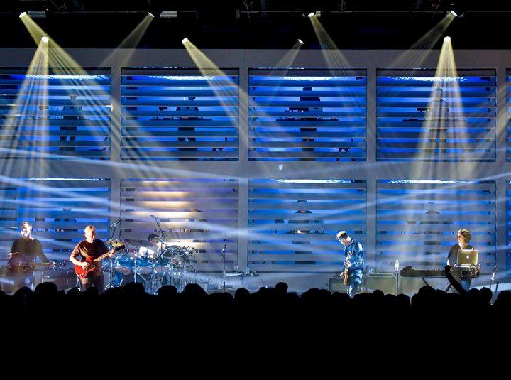 Banda inglesa New Order se apresenta pela primeira vez em Curitibano dia 02 de dezembro