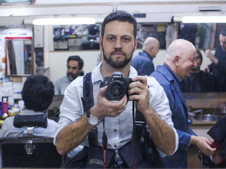 """Grilo Gringo Custom House comemora 5 anos com a exposição fotográfica """"Barba, cabelo e bigode"""" do fotógrafo documental e fotojornalista Daniel Castellano"""